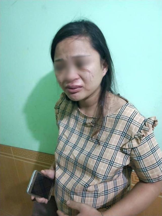 女子怀孕8个月无法工作遭婆婆责骂,买双40元的鞋还被丈夫殴打