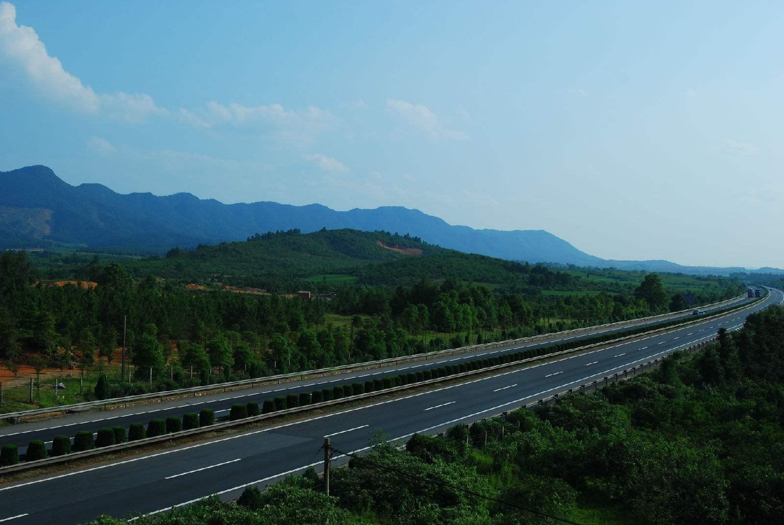 山东在建的一条高速,长约61.5公里,双向4车道,预计2020年通车