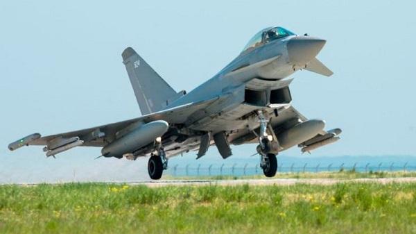 <b>俄运输机爱沙尼亚领空附近飞行 英国台风战机升空拦截</b>