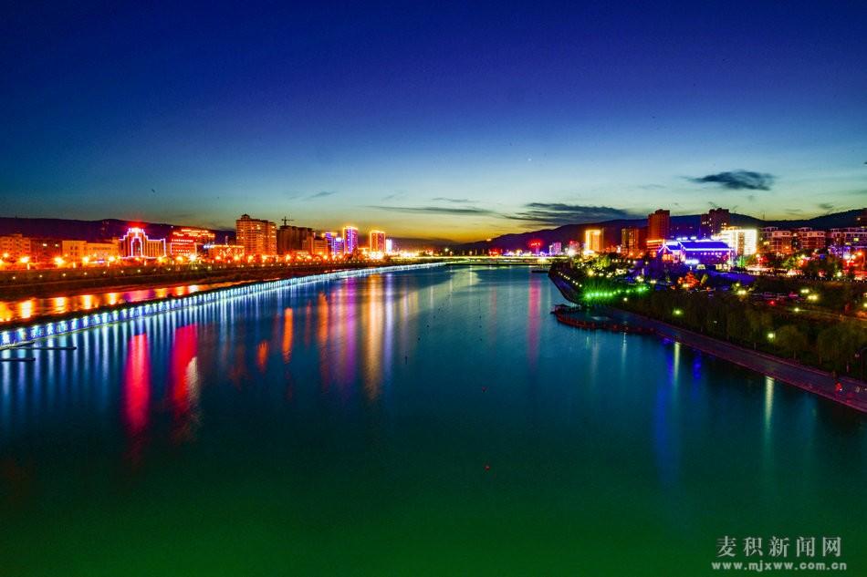 【醉美麦积】系列之:翠湖之夜流光溢彩