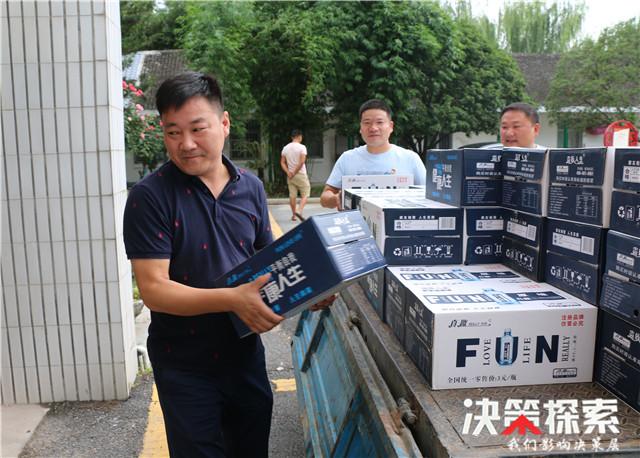 河南镇平:爱心企业慰问人武部官兵