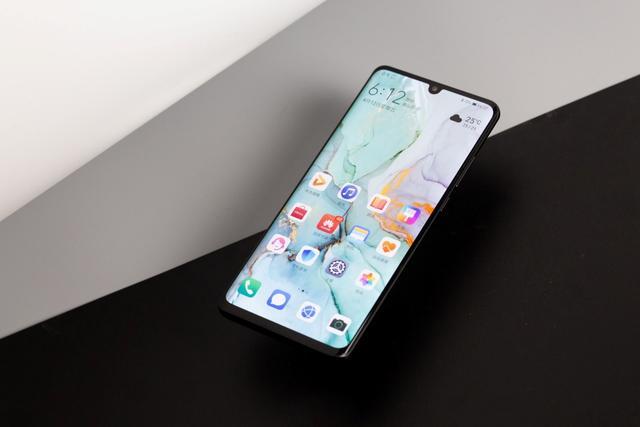 <b>华为手机千万别乱买,这2款才是物超所值,用上4年都不卡顿</b>