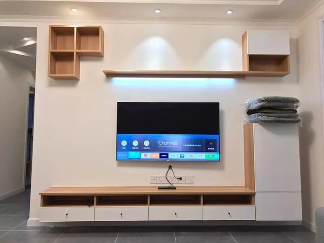 简单布置电视墙,简约的客厅也漂亮