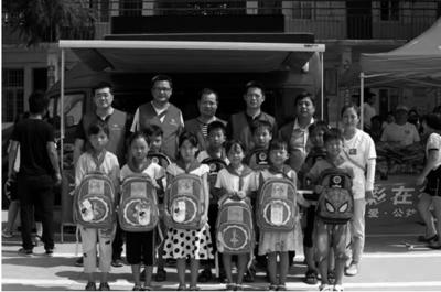 郑州市福彩中心志愿者走进校园开展关爱儿童公益活动