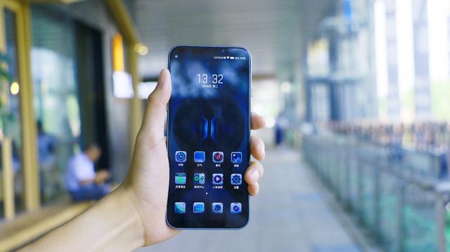 2999香不香?黑鲨游戏手机 2 Pro测评:骁龙855 Plus+12GB运存