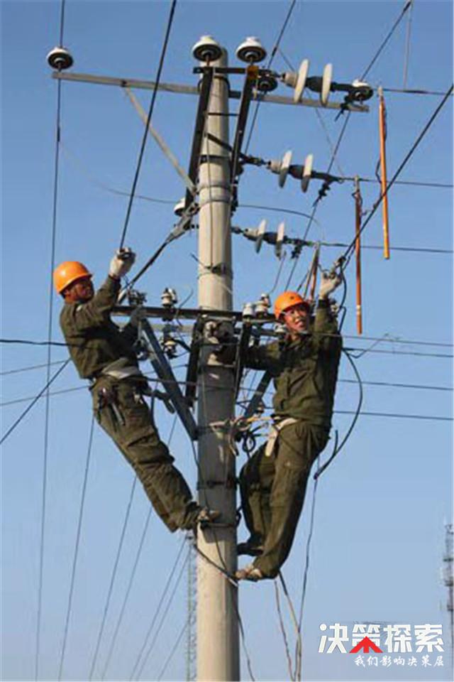 西峡县回车镇:输电线路改造升级 助力美丽乡村建设