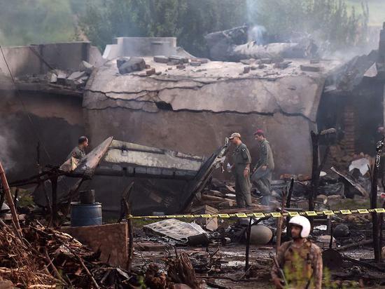 17人死亡18人受伤,巴铁一架战机被击落,印度军方:这次惹下大祸