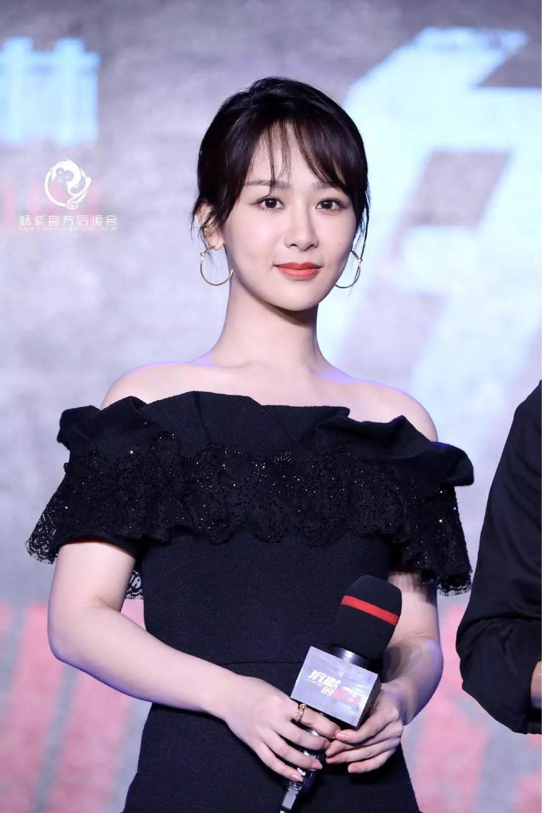 27岁杨紫大换风格,一字肩长裙优雅又气质,西装配马尾太惊艳