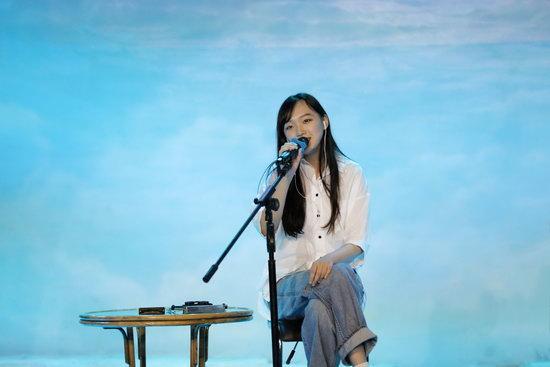"""<b>刘润洁现身""""极地音乐节"""" 温柔声音引共鸣</b>"""