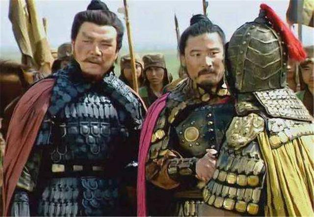 高览大战许褚三百回合不分胜负,为何却被赵云一个回合秒杀