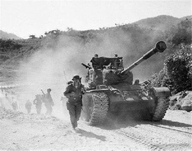 德孝中华周刊文摘:3小时击毁27辆坦克, 上级听后都不敢信