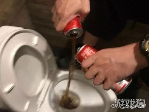 每日趣图分享:每当要减肥的时候可乐总是受害者