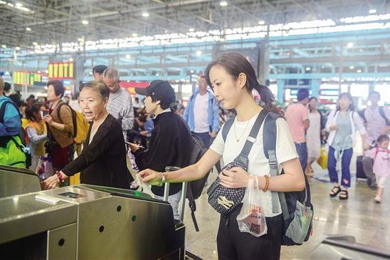 昆明到大理丽江电子客票实施首日:刷身份证乘动车,检票只需两三秒