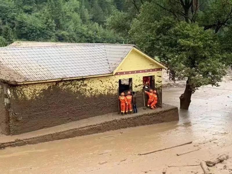 迭部山洪灾害已造成2人遇难,搜救工作仍在紧张进行中
