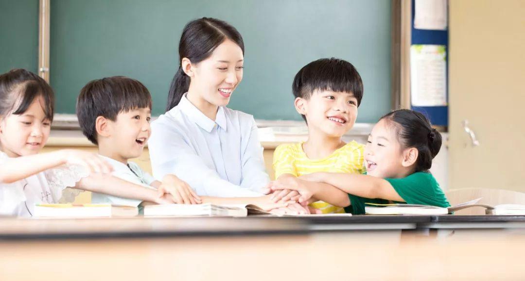 心憋屈图片_一线教师跳江自杀,曾被学生家长扇耳光:对老师的不尊重 ...
