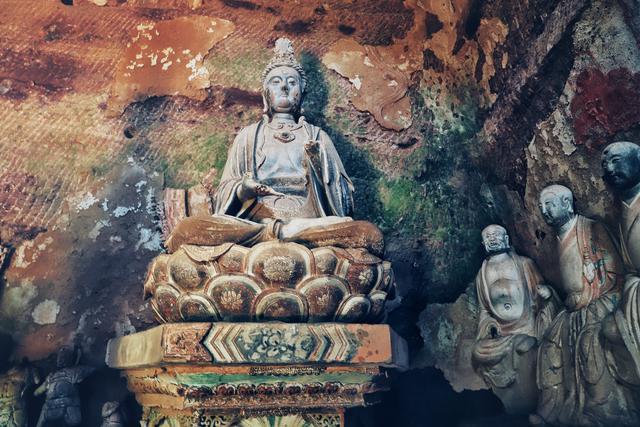 甘肃平凉云崖寺,西出长安,邂逅石窟里的璀璨佛国