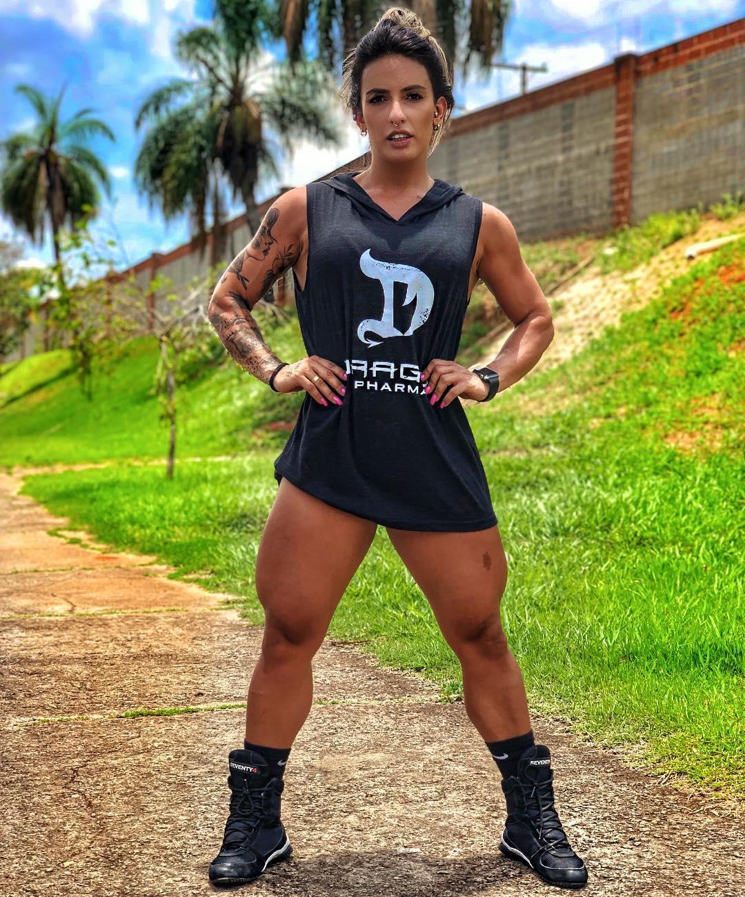 热爱健身的巴西姑娘,拥有完美臀腿线条,称只要健身可以随便吃