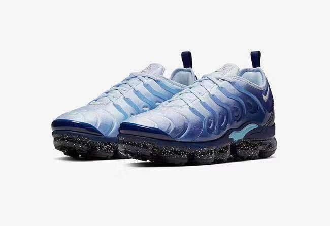 海蓝鞋面和泼墨大底!这双 VaporMax Plus 你觉得怎么亚?
