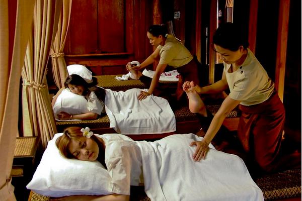 """泰国""""马杀鸡""""服务,按摩师是女囚犯,游客:感觉身体被掏空"""