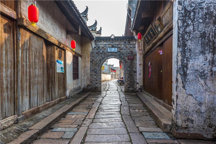 """中国最""""闹心""""景区之一:投资8.8亿,竟成了无人""""鬼村"""""""