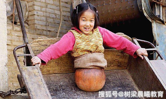 """19年过去了,当初那个感动中国的""""篮球女孩"""",如今怎么样了"""