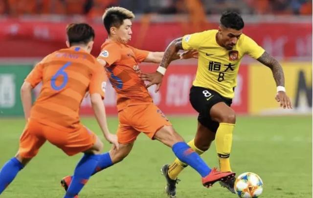 中国足球很浮躁!中超夏转三大乱象无休止 想进世界杯只能靠归化