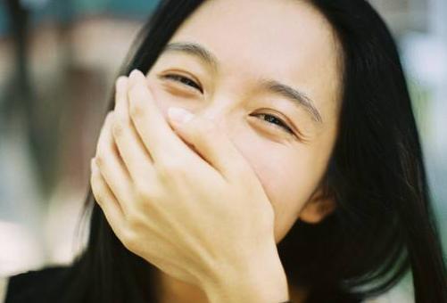 """心理测试:第一眼,你认为哪一个女孩是""""真笑""""?测你的智商情商"""