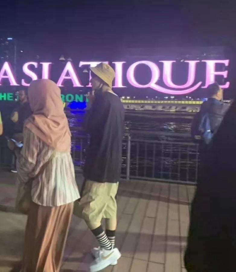 王俊凯打卡的曼谷夜市,热闹堪比重庆洪崖洞,而且游船免费