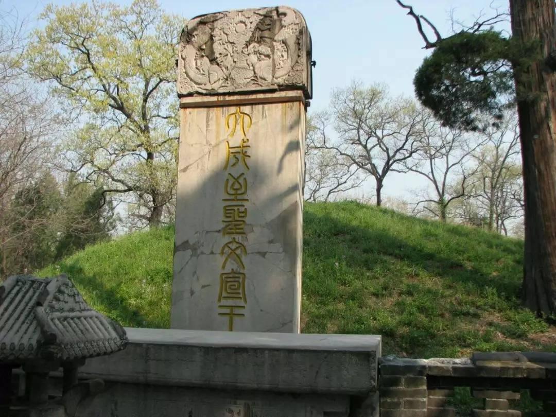 """孔林有块石碑康熙帝所立,为什么年年会""""哭""""?专家也查不出原因"""