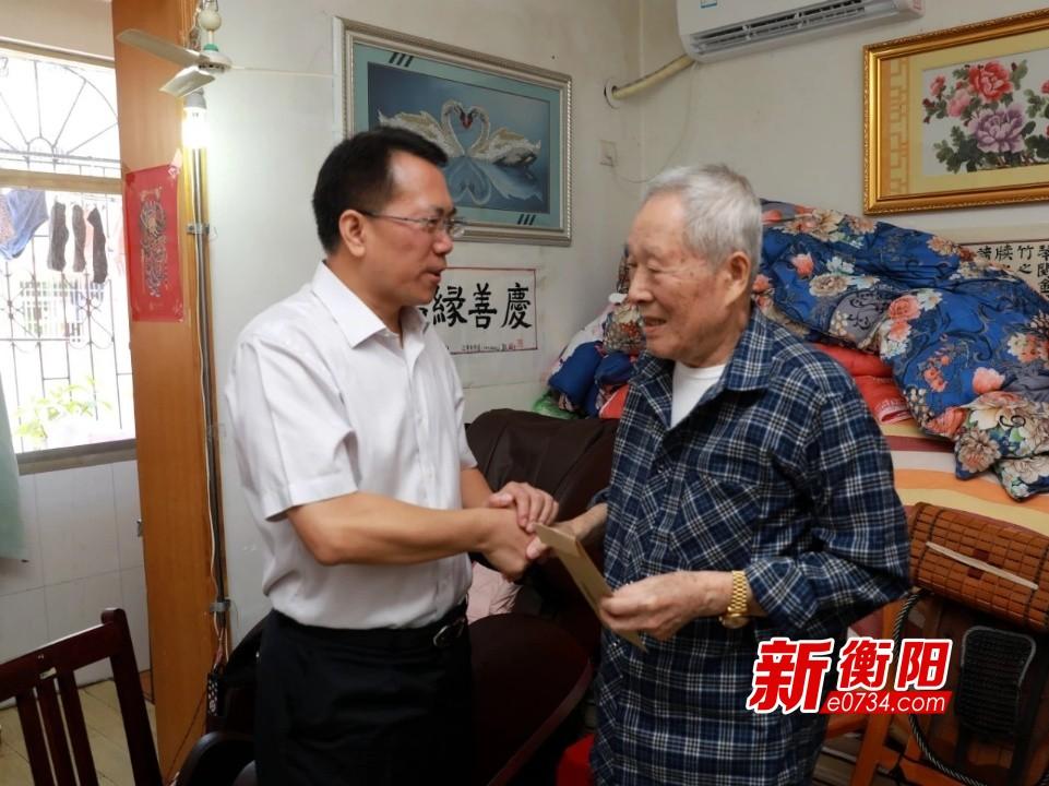 """""""八一""""建军节:胡志文走访慰问军队离退休老同志"""