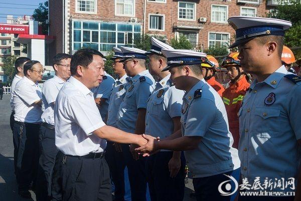 八一前夕 新化县领导慰问消防救援大队指战员