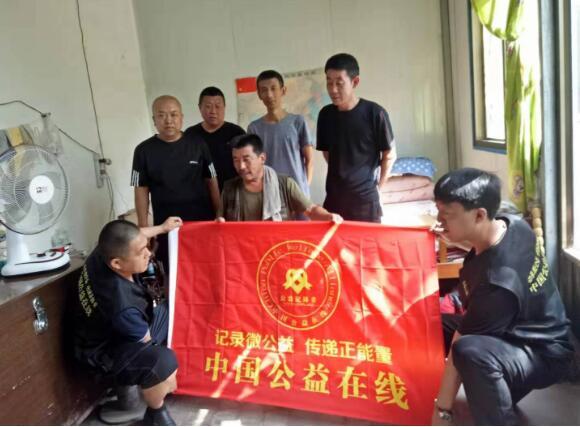 山西祁县贾令镇志愿者爱心企业慰问退伍老兵