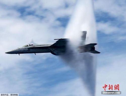 美军战斗机在加州坠毁 7名游客受伤飞行员生死未卜