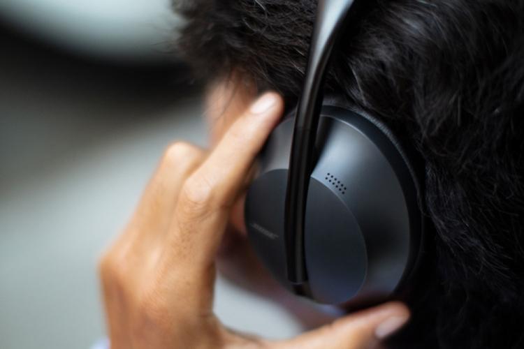 BOSE 700耳机:在KTV包房也能任性打电话