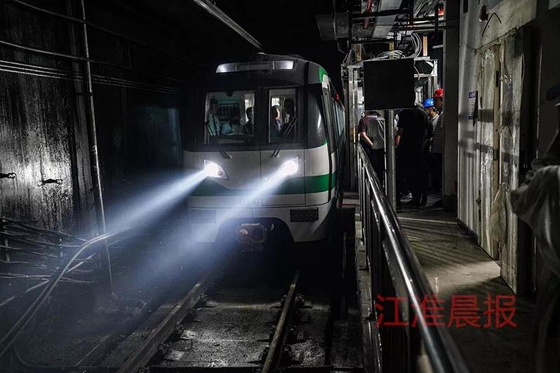 """合肥地铁3号线最后一区段电客车热滑启动 首批""""乘客""""已上车"""
