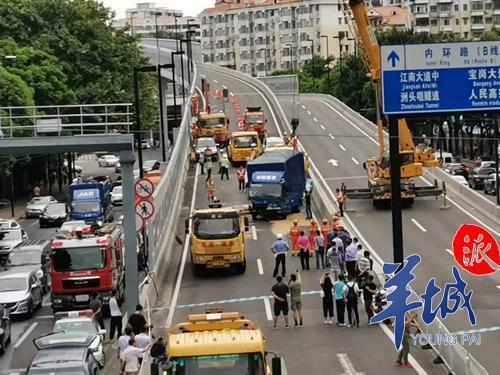 江湾桥货车连撞12车:司机非酒驾,或因刹车失灵