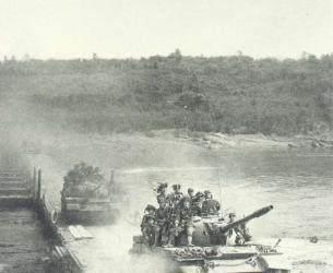 坦克纵队一口气冲出8公里, 陷入越军圈套, 坚持一天一夜光荣牺牲