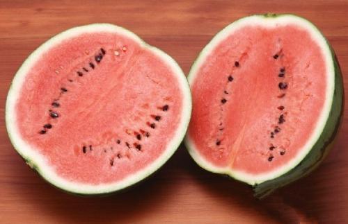 夏天吃西瓜补水还降暑,可吃不完怎么办?教你1个好方法放一星期