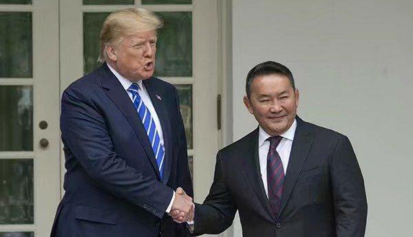 """蒙古国总统赠送特朗普小儿子一匹小马驹,特朗普取名""""胜利"""""""