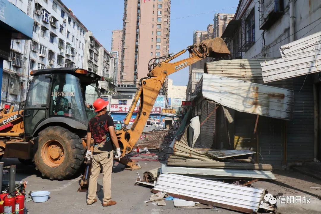 浉河区车站街道新建违章建筑,正在拆除……