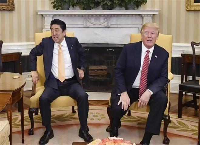 日本此举震惊全球,美国受到抨击,特朗普公开威胁:你玩完了!