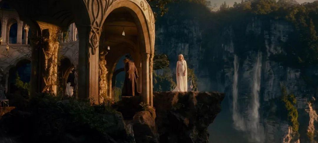"""""""精灵王子""""自嘲容颜不再,安妮·海瑟薇出演过《指环王》?【芭莎女孩不认输】"""