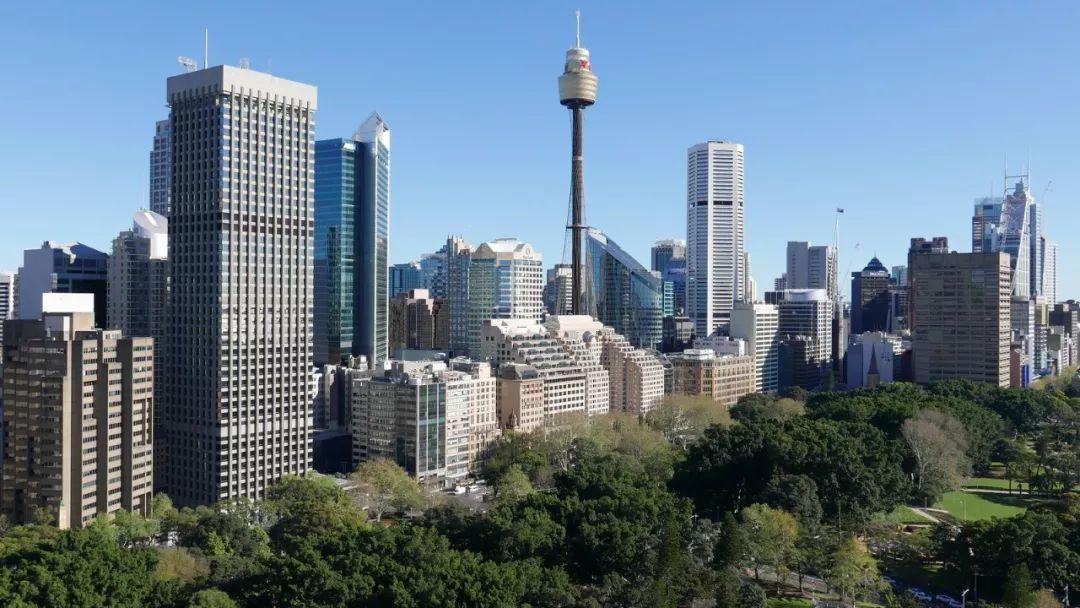 【财经时讯】油价上涨推高通胀 澳央行或推迟降息 六月商业贷款下降 全年房贷增长创新低