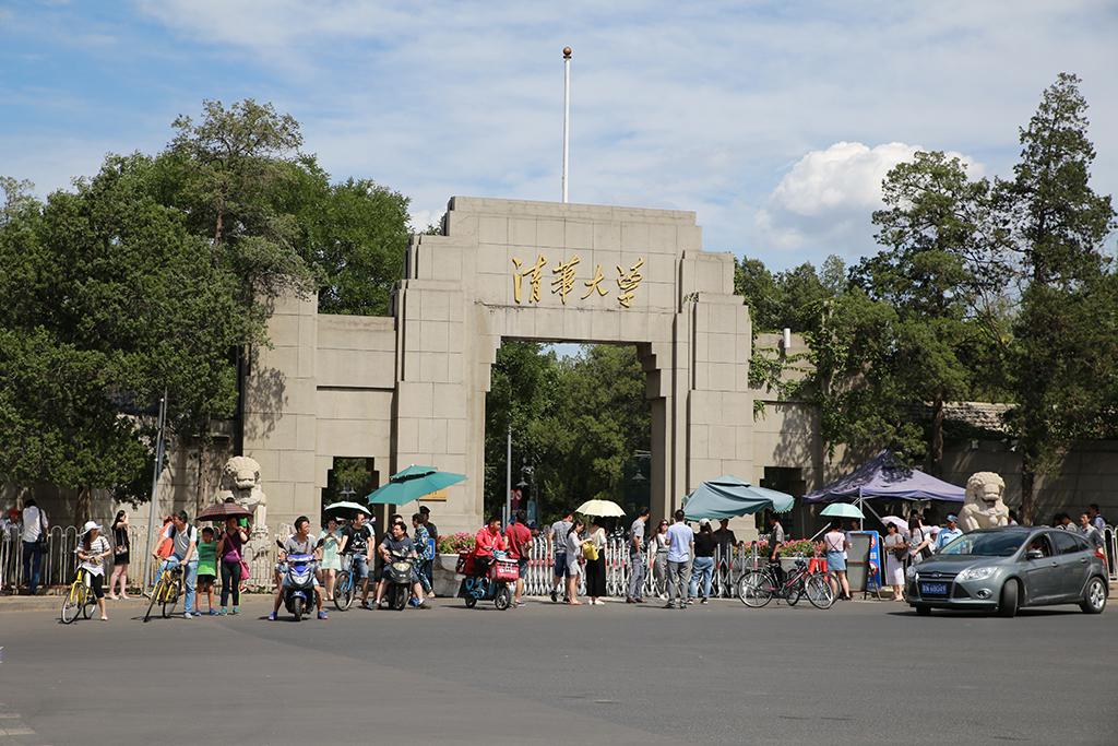 黄牛最多的大学,一不小心成了网红景点,游客等预约到零点