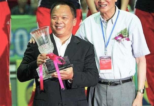 一年卖出3亿件衣服,这个神秘的老板,成为了中国服装行业的首富