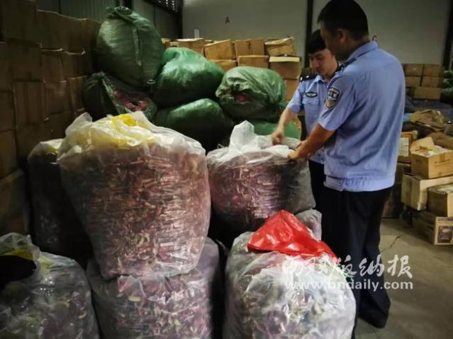 西双版纳警方查获0.58吨走私进口野生干制大红菌