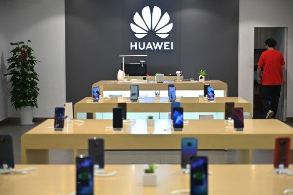 华为扩大在中国的出货量,力压美国苹果,连续两个季度维持全球份额第二位