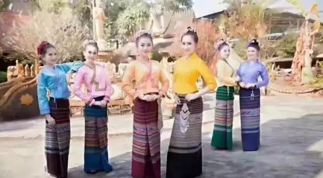 美女大尺度掰穴_西双版纳最美的傣族美女大图集,美翻了