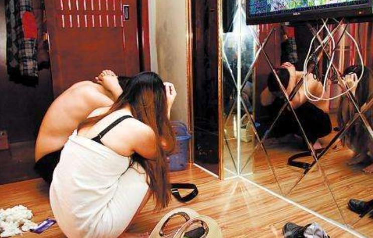 5名女孩公寓内进行非法交易,500到700不等,女子:赚到钱就收手