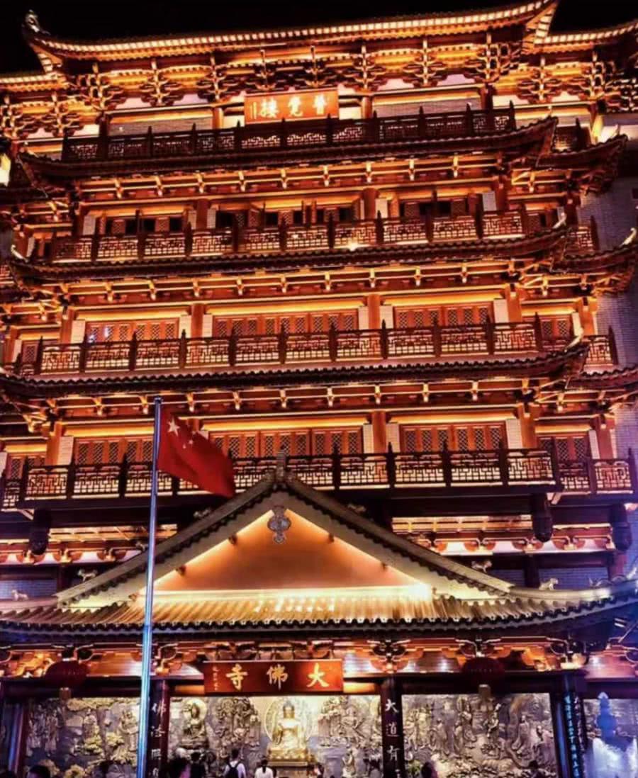 广州有一座寺庙,听说一定要晚上去?